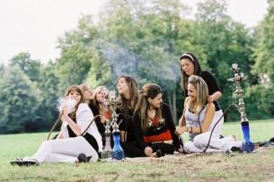 Thema Gesundheit, oder Shisha Rauchen unter Jugendlichen ist echt angesagt. Wer Martin Knobbes Text nachlesen möchte, findet ihn hier.  3 images