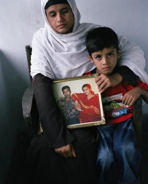 """""""Gefallen für unseren Frieden."""" Soldaten aus Bangladesh kämpfen für die UN.  published by Die Zeit Nr.01.2006 9 images"""