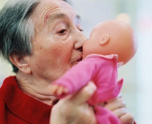 Bilder gegen das Vergessen ist eine Reportage über Altersdemenz. p.s. Preisträger Gruner+Jahr Photo Award 2008 in der Kategorie Reportage :-)  14 images