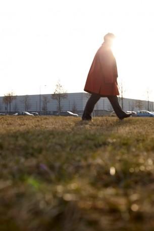"""Niedriglöhner erzählen ihre Geschichte. """"Leben ohne Mindestlohn – Arm wegen Arbeit"""" heißt das Buch, in dem Menschen zu Wort kommen, denen kaum jemand Gehör schenkt. Portraits von Menschen, die nicht erkannt werden wollen.  Kunde: Initiative Mindestlohn 8 images"""