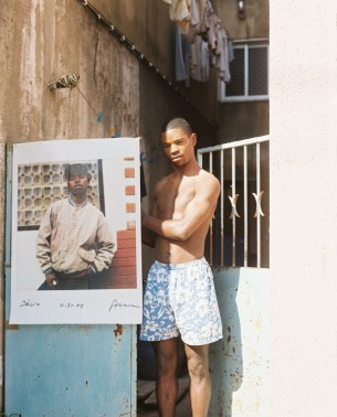 """In Portugal überfielen Jugendliche Hunderte von Badeg&#228sten. Verdächtigt werden Kinder von Einwanderen. """"Am Strand der Räuber"""" erforscht die Slums von Lissabon.  published by Die Zeit Nr.26.2005 10 images"""